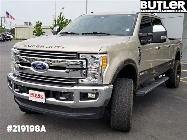 Photo 2017 Ford Super Duty F-250 SRW Lariat Lariat 4WD Crew Cab 6.75 Box in Columbus, GA