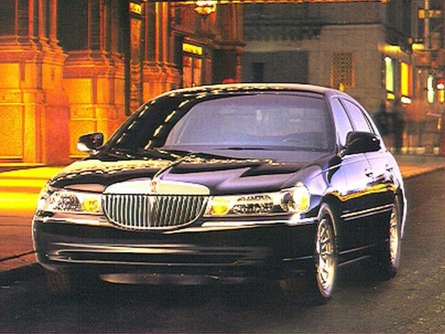 Photo Used 1999 Lincoln Town Car Executive Sedan for sale in Middlebury CT