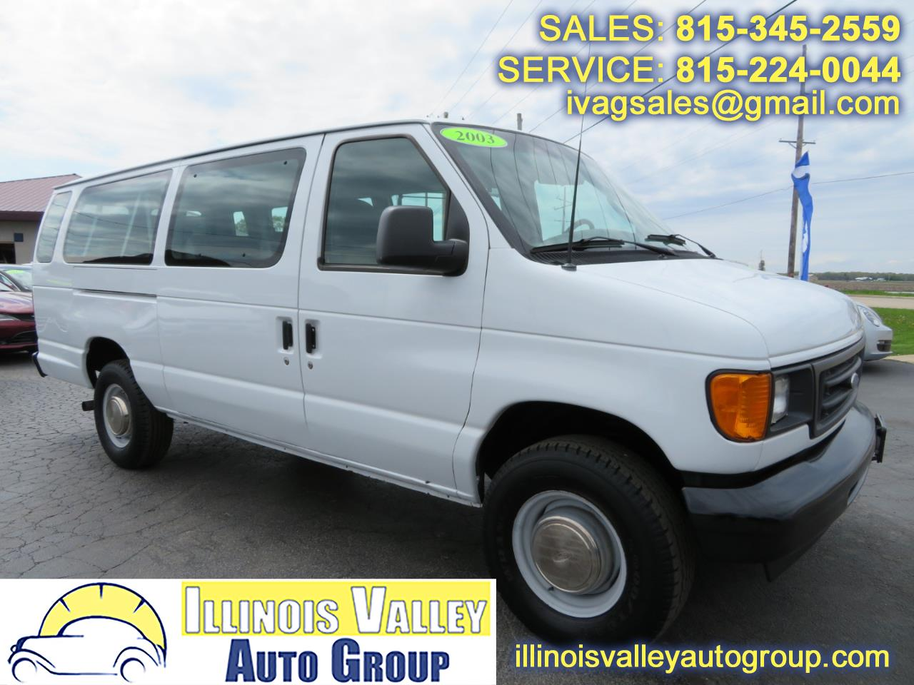 Photo 2003 Ford Econoline E-350 Passenger Van