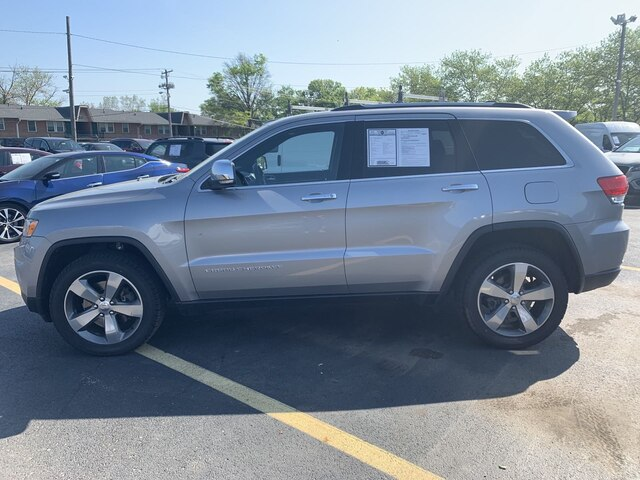 Photo Pre-Owned 2016 Jeep Grand Cherokee Limited Memory settings for 2 drivers SUV