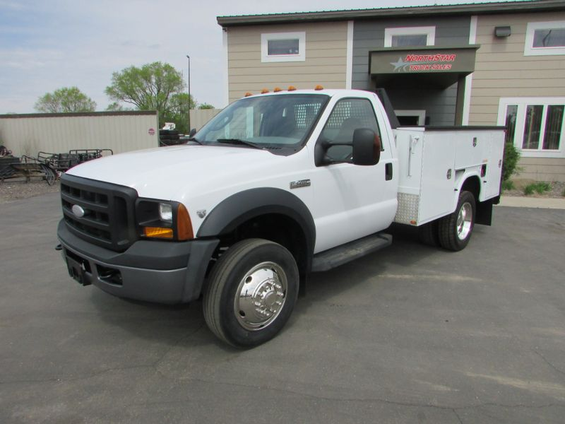 Photo Used 2006 Ford F-450 Service Utility Truck