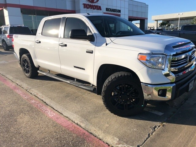 Photo 2017 Toyota Tundra SR5 TSS Offroad, Navigation Truck CrewMax 4x4 4-door