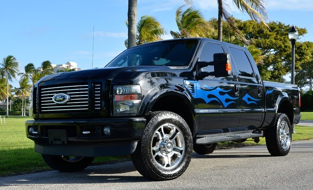 Photo 2009 Ford Super Duty F-350 SRW Harley-Davidson
