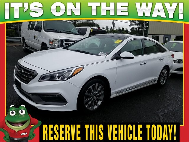 Photo Used 2016 Hyundai Sonata Limited - Panoramic Roof - Navigation For Sale Near St. Louis