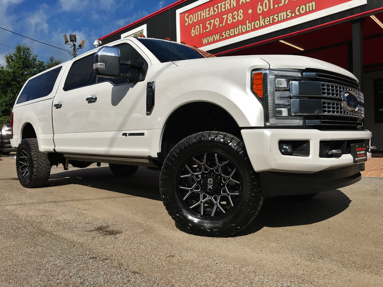 Photo 2017 Ford F-250 SD KING RANCH CREW CAB SHORT BED 4WD CUSTOM LIFTED