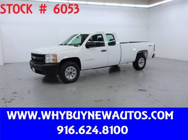 Photo 2013 Chevrolet Silverado 1500  4x4  Extended Cab  Only 70K Miles