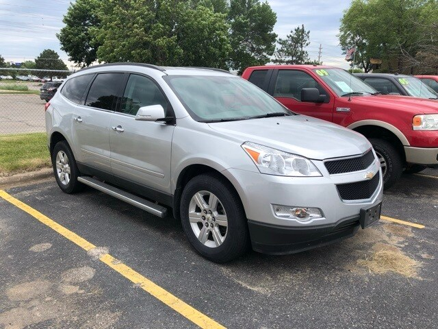 Photo Used 2012 Chevrolet Traverse 2LT SUV for Sale in Waterloo IA