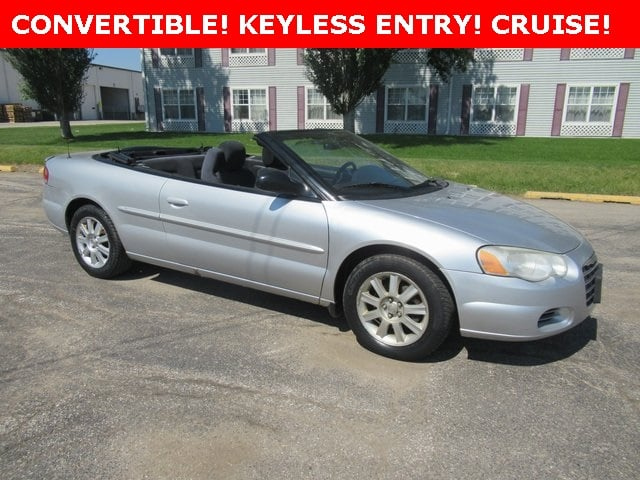 Photo Used 2005 Chrysler Sebring GTC Convertible for Sale in Waterloo IA