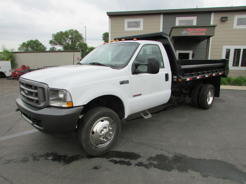Photo Used 2004 Ford F-450 DRW Dump Truck XL
