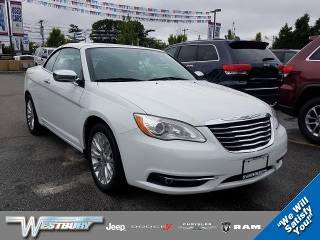 Photo Used 2013 Chrysler 200 Limited Convertible Long Island, NY