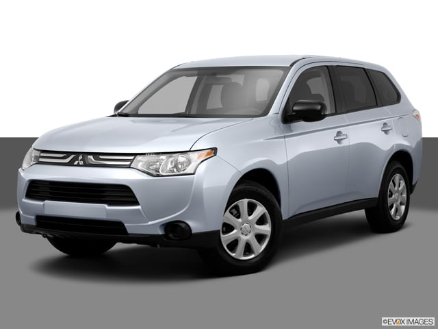 Photo Pre-Owned 2014 Mitsubishi Outlander SE in Arlington Heights, IL, Near Elgin