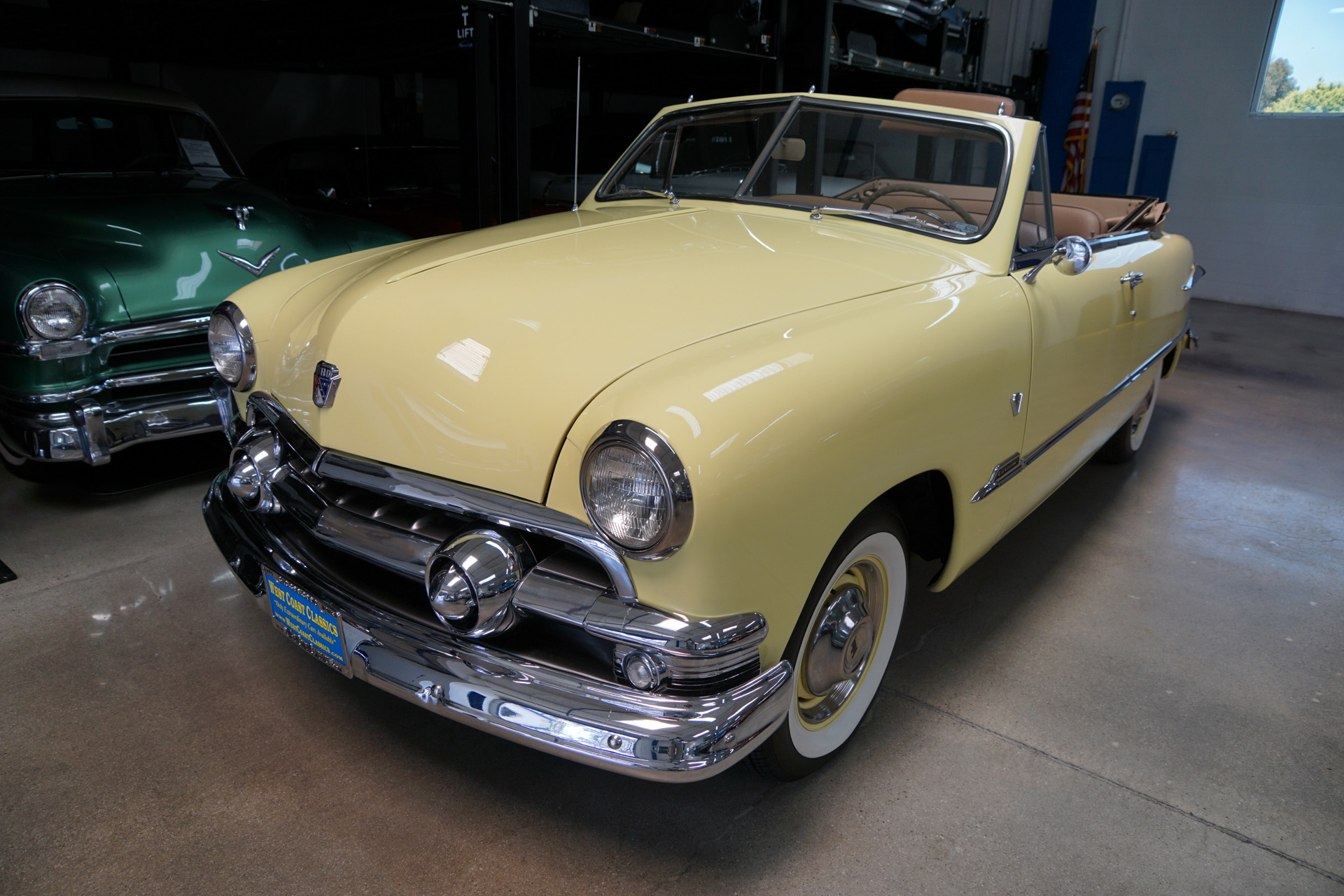 Photo 1951 Ford Custom DeLuxe 239 V8 Convertible with 3 spd OD