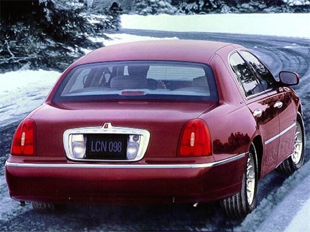 Photo 1999 Lincoln Town Car Signature