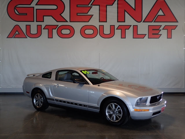 Photo 2005 Ford Mustang 2dr Cpe Deluxe