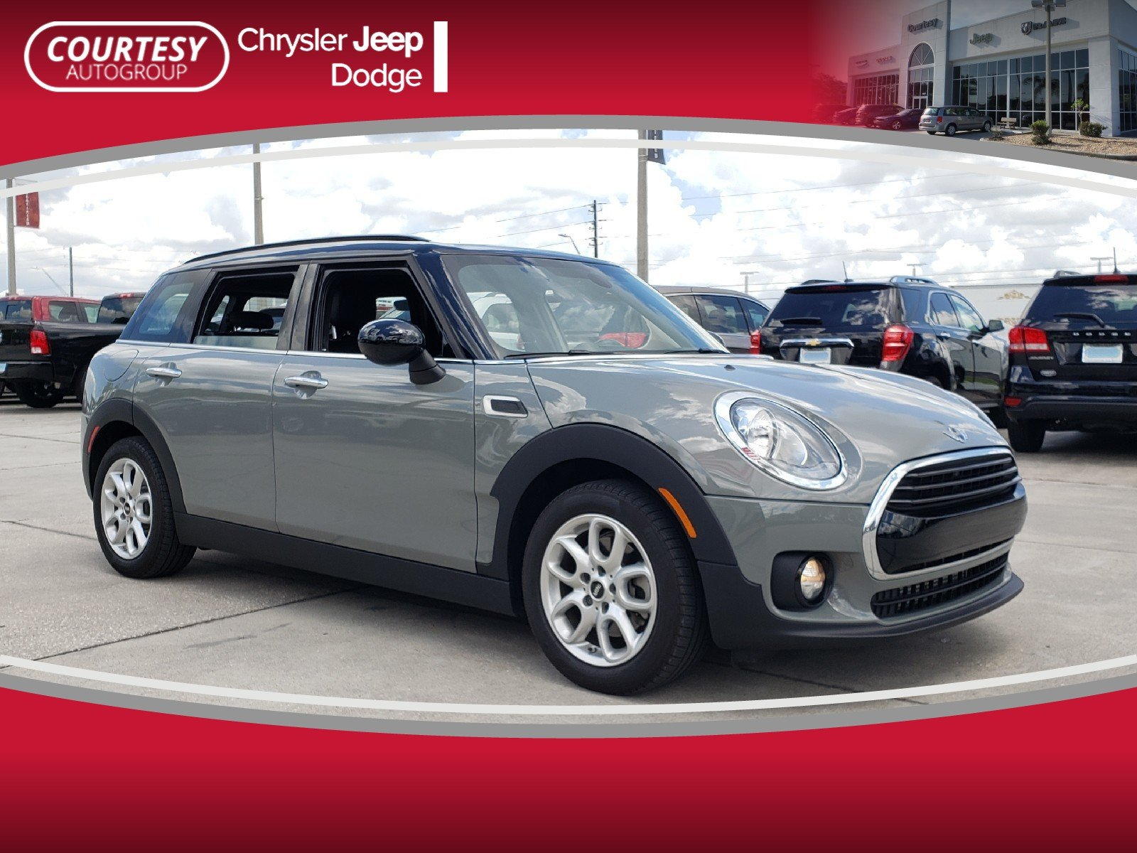 Photo Pre-Owned 2017 MINI Clubman Cooper Cooper FWD in Jacksonville FL