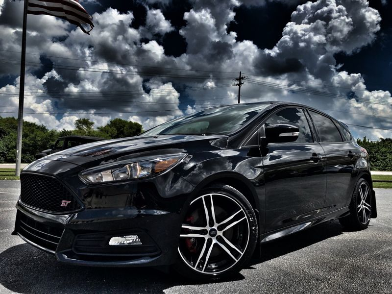 Photo Used 2017 Ford Focus ST 1 OWNER CARFAX CERT WARRANTY