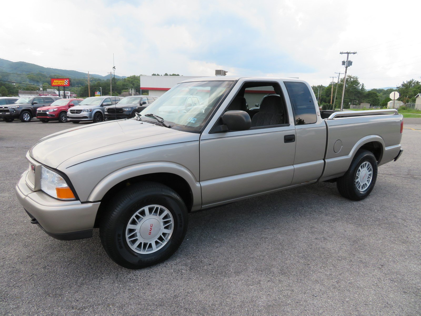 Photo Used 2001 GMC Sonoma For Sale at Duncan Suzuki  VIN 1GTDT19WX18241203