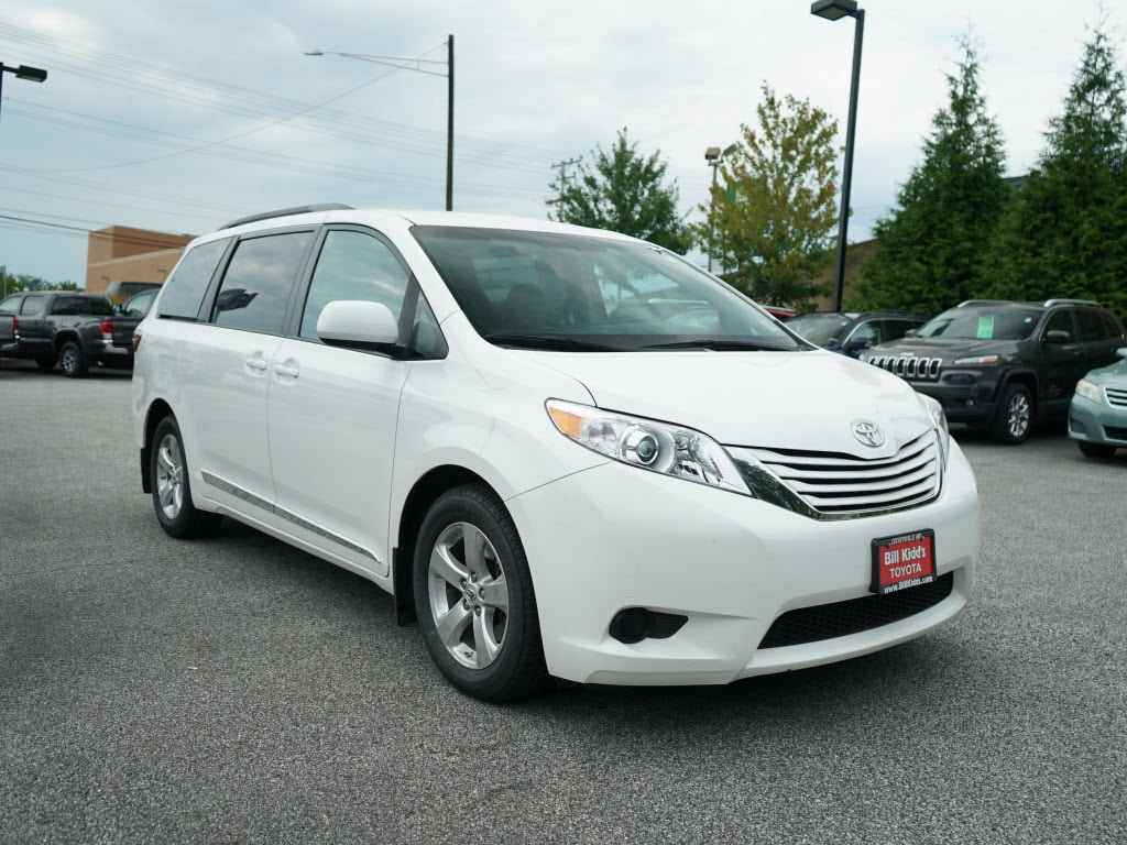 Photo Used 2017 Toyota Sienna Front-wheel Drive in Cockeysville, MD