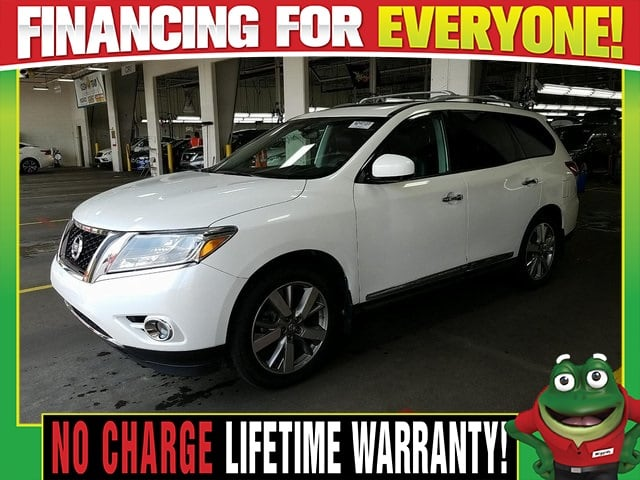Photo Used 2016 Nissan Pathfinder Platinum 4WD - DVD - Dual Moonroof - Tow Package For Sale Near St. Louis