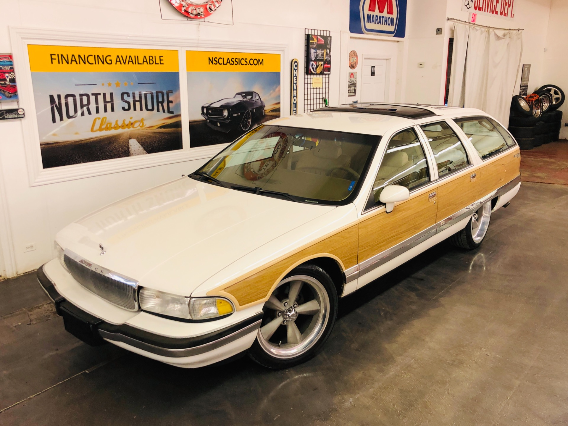 Photo 1992 Buick Roadmaster -ESTATE WAGON - FAMILY CRUISER - COLD AC - LOW MILES