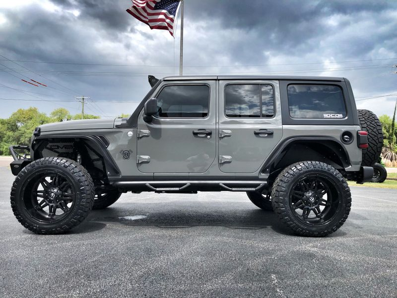 Photo Used 2019 Jeep Wrangler Unlimited CUSTOM LIFTED LEATHER HARDTOP FUEL DV8 OCD