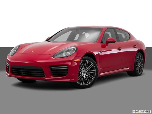 Photo Used 2015 Porsche Panamera GTS Hatchback for sale in Schaumburg, IL