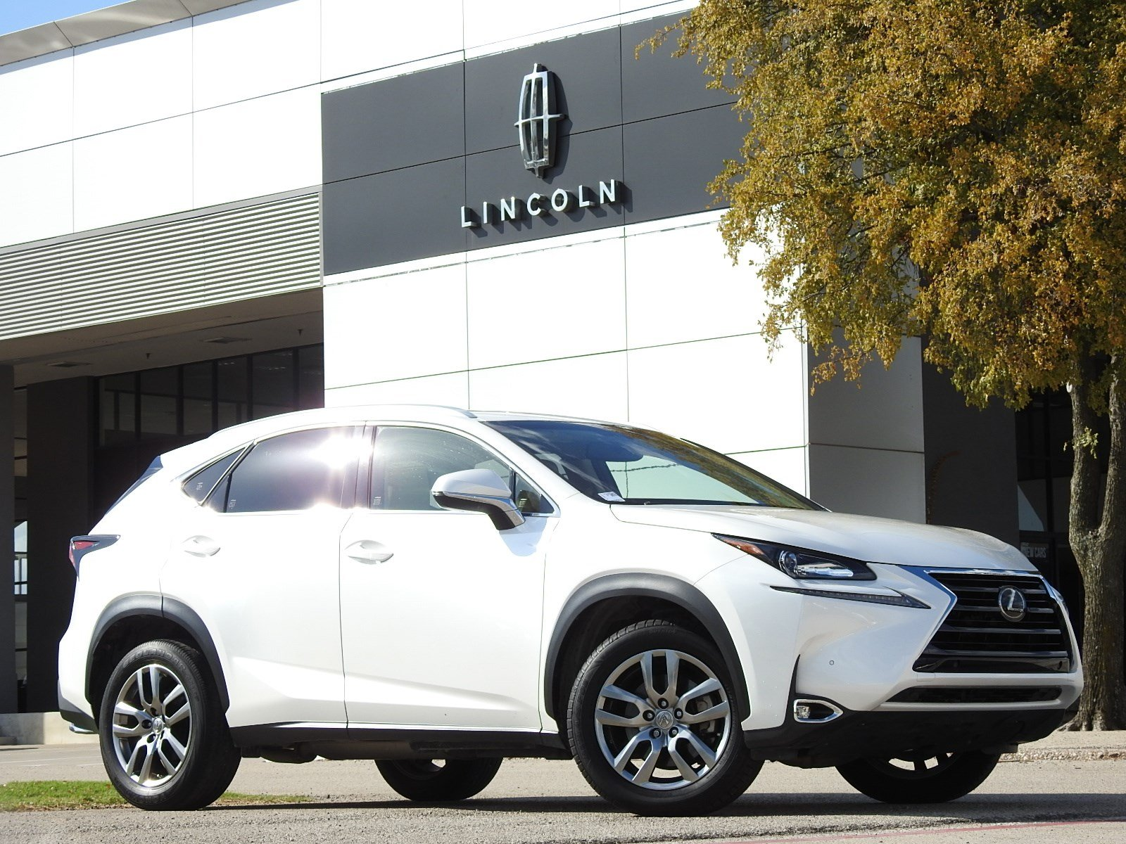 Photo Pre-Owned 2016 LEXUS NX 200t 200t FWD 4 in PlanoDallasFort Worth TX