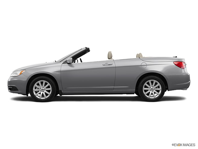 Photo Pre-Owned 2011 Chrysler 200 Touring Convertible Front-wheel Drive in Middletown, RI Near Newport