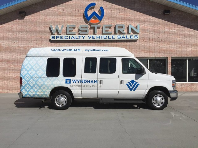 Photo 2014 Ford E-150 EXT Passenger Van