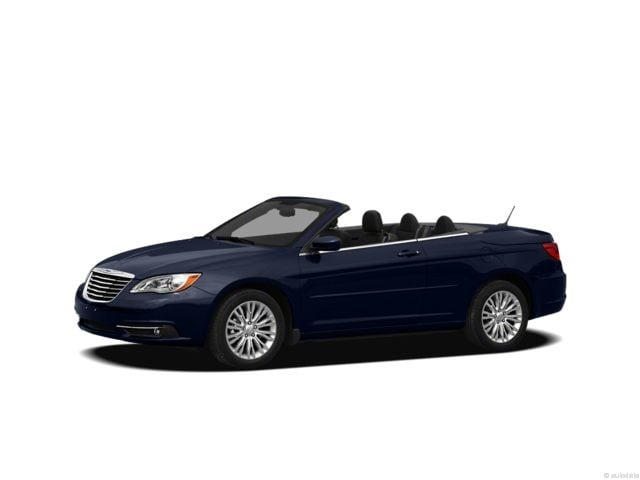 Photo Pre-Owned 2012 Chrysler 200 Limited Convertible in Greenville, SC
