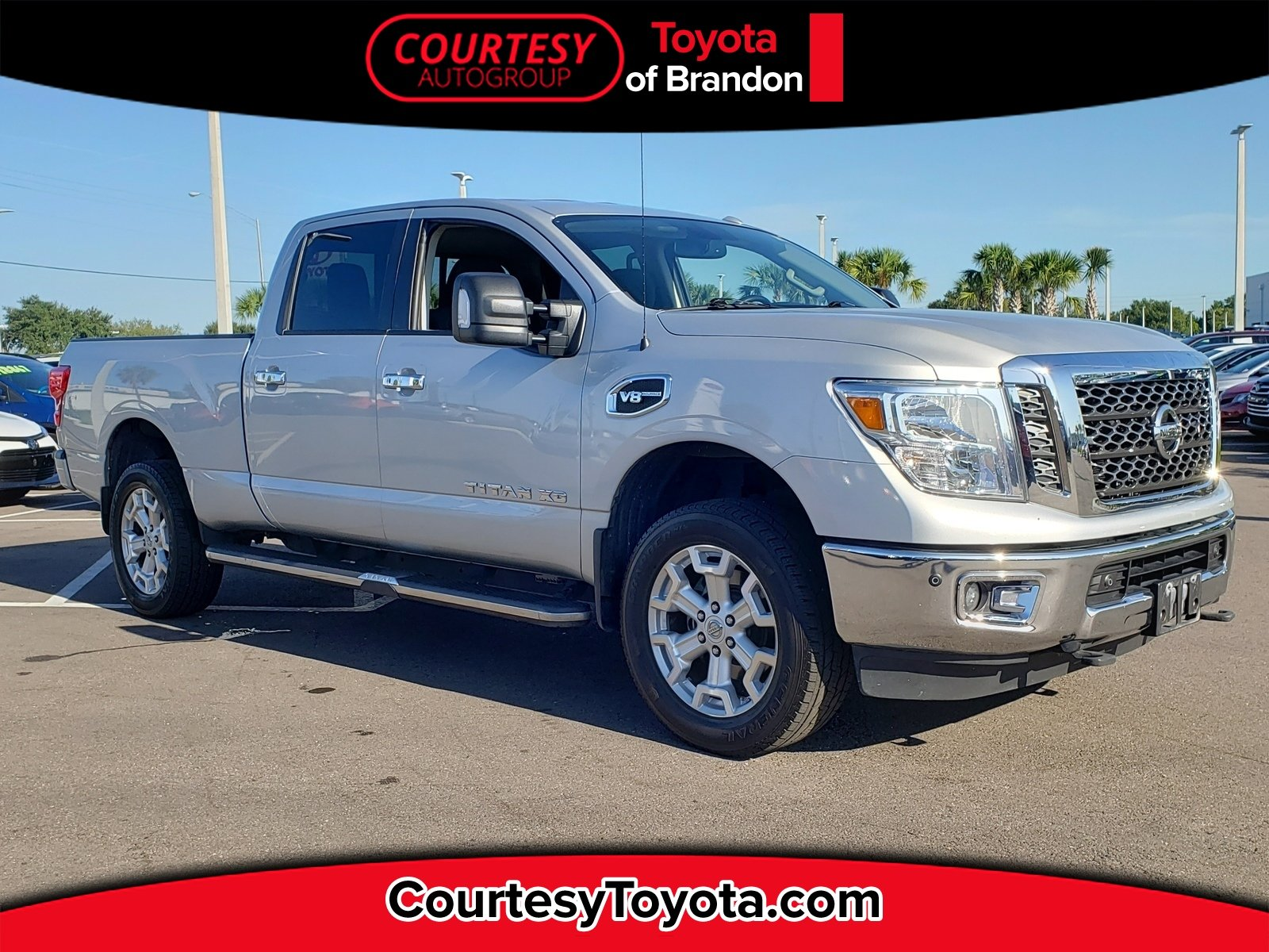 Photo Pre-Owned 2017 Nissan Titan XD SV Gas Truck Crew Cab in Jacksonville FL