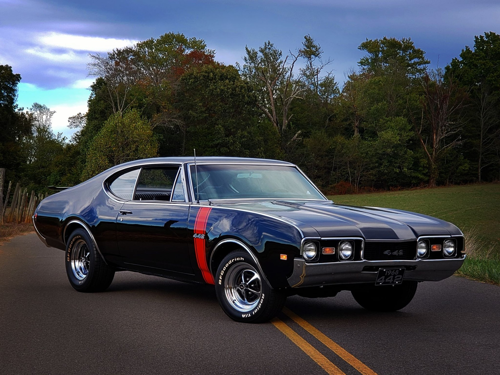 Photo 1968 Oldsmobile Cutlass 442 Holiday Sport Coupe