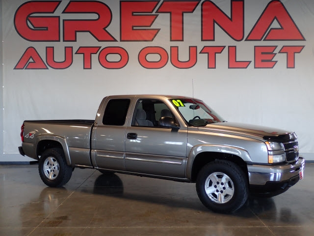 Photo 2007 Chevrolet Silverado 1500 Classic LT1 4dr Extended Cab 4WD 6.5 ft. SB