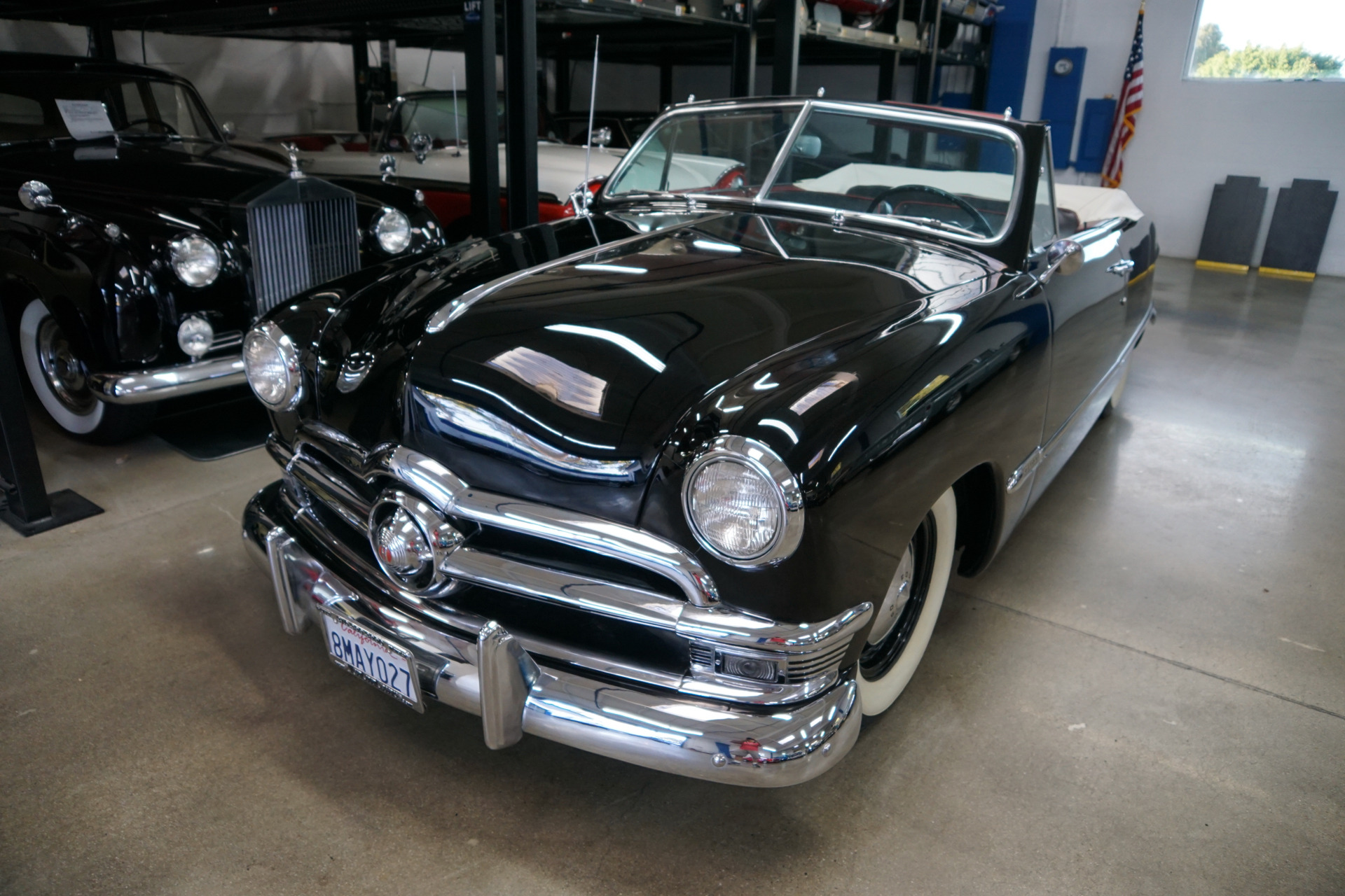 Photo 1950 Ford Custom DeLuxe 239 V8 Convertible with 3 spd OD  Dual Carbs
