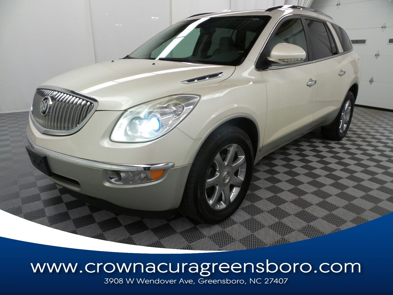 Photo Pre-Owned 2008 Buick Enclave CXL in Greensboro NC