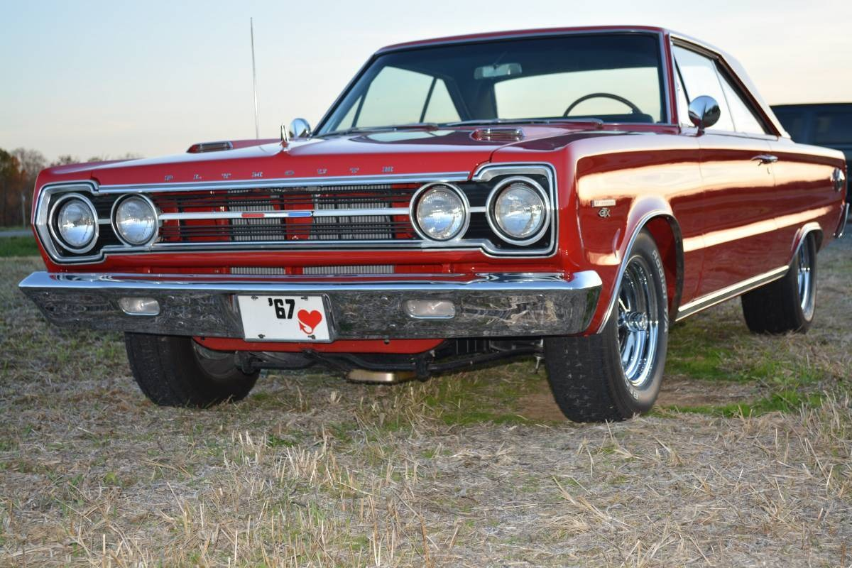 Photo 1967 Plymouth GTX - 440 SCAT PACK - 4 SPEED -