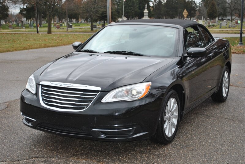 Photo 2012 Chrysler 200 Convertible Touring for sale in Flushing MI