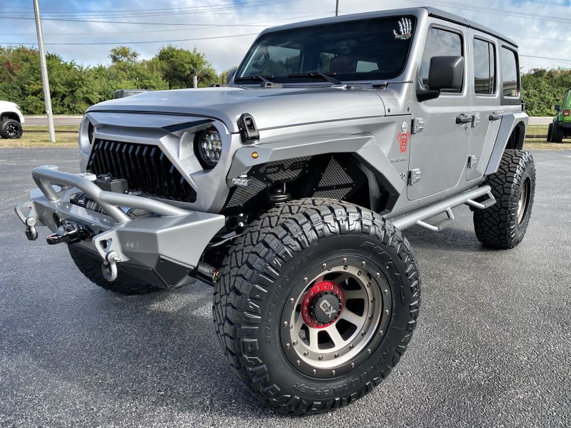 Photo Used 2019 Jeep Wrangler Unlimited CUSTOM LIFTED LEATHER DV8 OCD N-FAB NITTO