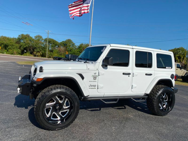 Photo Used 2019 Jeep Wrangler Unlimited WHITE-OUT CUSTOM SAHARA LEATHER HARDTOP