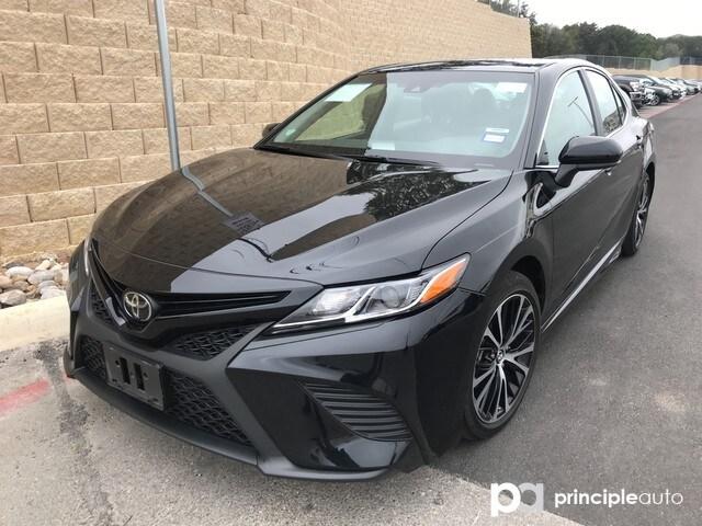 Photo 2018 Toyota Camry SE Sedan in San Antonio