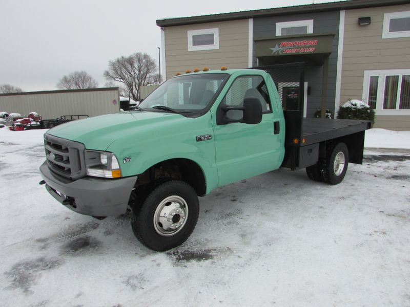 Photo Used 2003 Ford F-350 4x4 Reg Cab Flat-Bed Truck