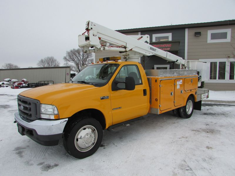 Photo Used 2002 Ford F-450 4x2 Bucket Truck