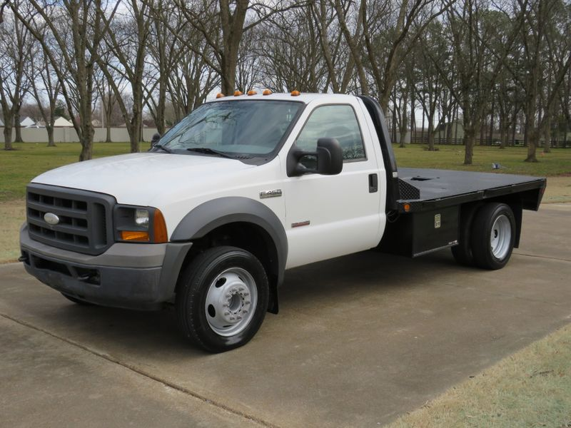 Photo Used 2005 Ford Super Duty F-450 Flatbed XL Powerstroke Diesel