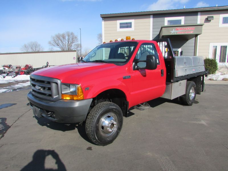 Photo Used 2001 Ford F-350 4x4 Reg-Cab Flat-Bed Truck