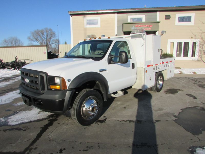 Photo Used 2007 Ford F-550 4x4 Flat-Bed Truck