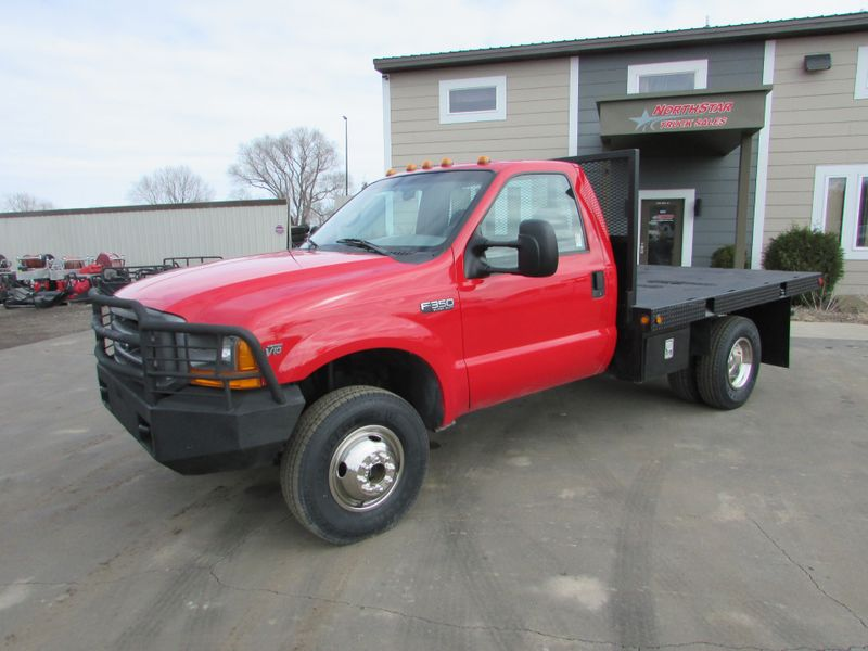 Photo Used 1999 Ford F-350 4x4 Reg Cab Flat-Bed Truck
