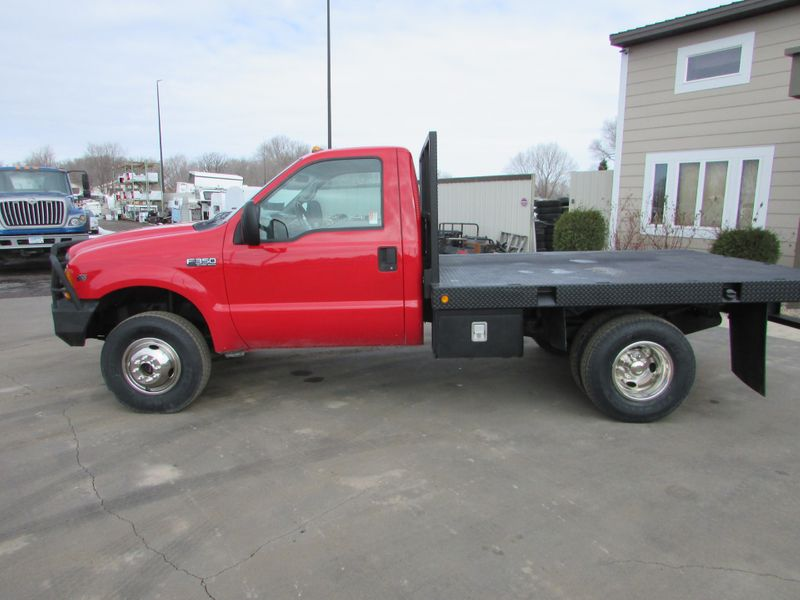 Photo Used 1999 Ford F-350 4x4 Reg Cab Flatbed Truck