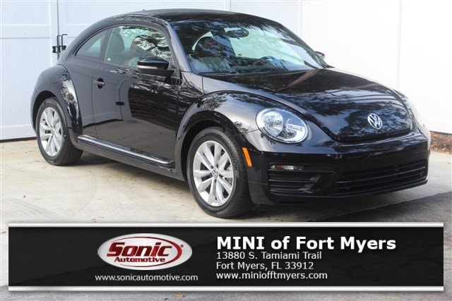 Photo Used 2017 Volkswagen Beetle 1.8T Classic Hatchback in Fort Myers