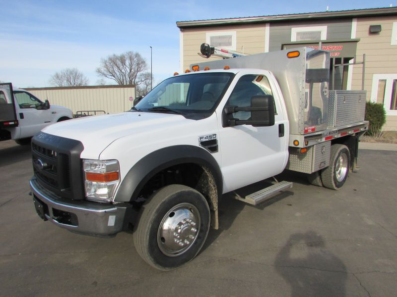 Photo Used 2008 Ford F-450 4x2 Reg Cab Flat Bed Truck