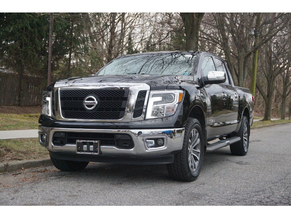 Photo Used 2017 Nissan Titan Pro 4-X Truck Crew Cab For Sale in Huntington, NY
